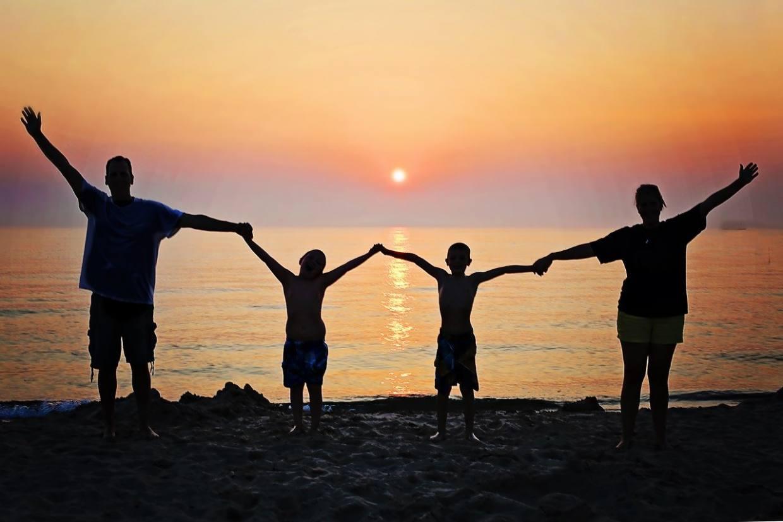 family, sunset, beach-2611748.jpg